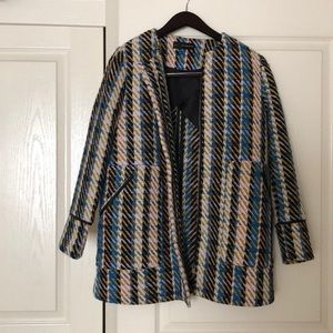 Collarless coat with front pockets.